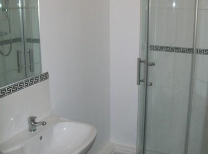 1dEn suite to Bedroom 1